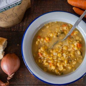 Soupe aux pois et légumes - La Pause Magique